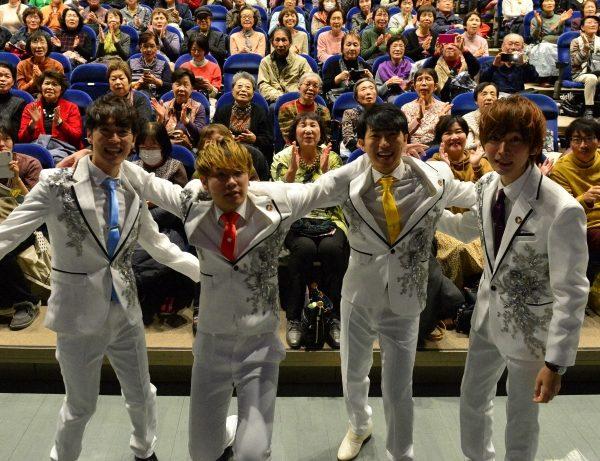 初ステージで会場を熱く盛り上げた「歌声男子」。左から泉宏樹さん、まさあきさん、今村一貴さん、こうすけさん