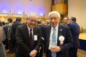 パーティーで高井会長(右)とサンマーク出版・植木宣隆社長