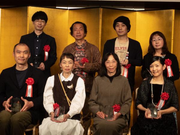 前列左より、ヨシタケシンスケさん、町田尚子さん、竹下文子さん、シゲタサヤカさん。後列左より、ひろたあきらさん、鈴木まもるさん、junaidaさん、大森裕子さん