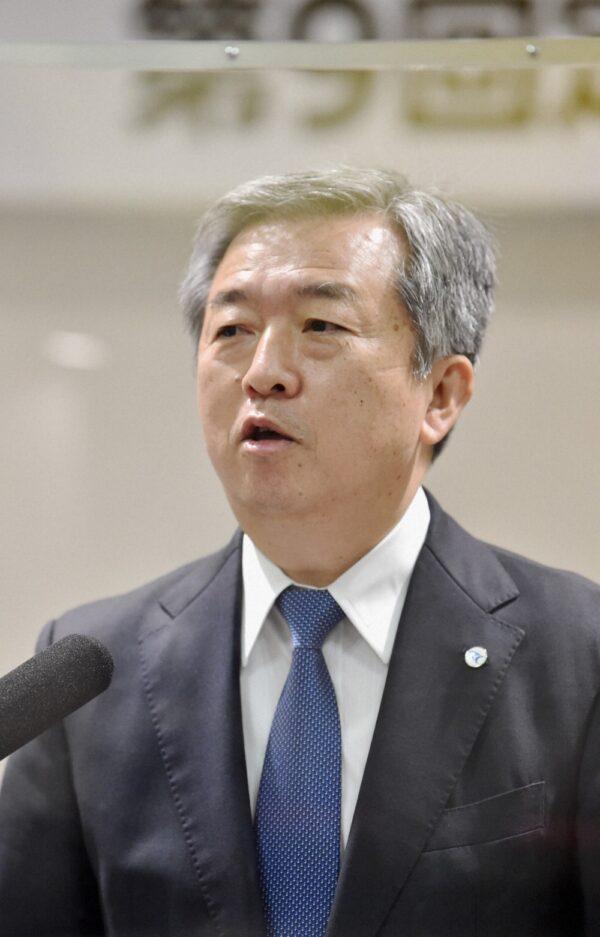 毎日新聞グループホールディングスの株主総会で発言する丸山昌宏社長
