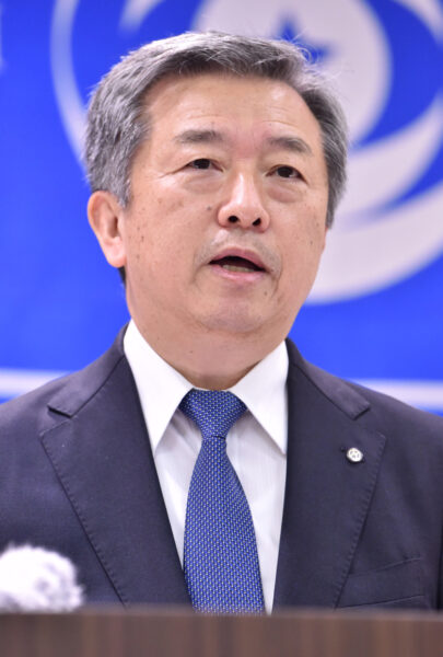 毎日新聞社の連合幹部会であいさつする丸山昌宏社長