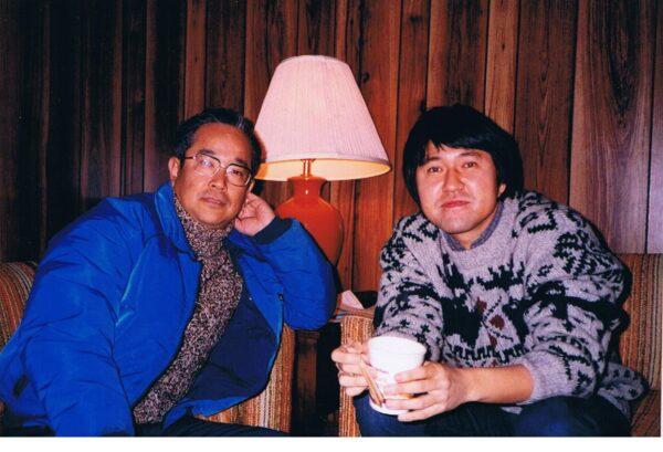 星野道夫(向かって右)と筆者(1996年12月、フェアバンクス郊外)