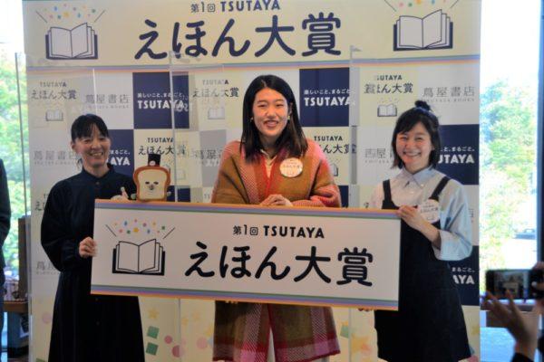 (左から)著者の柴田さん、横澤さん、村辻氏