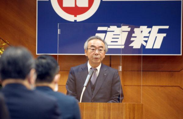 「グローカルな視点を忘れず、道新流ジャー ナリズムを」と呼びかける広瀬社長
