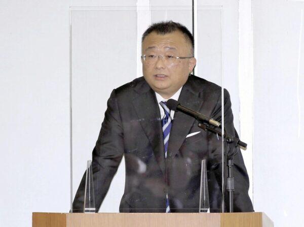 会議であいさつする柴田社長