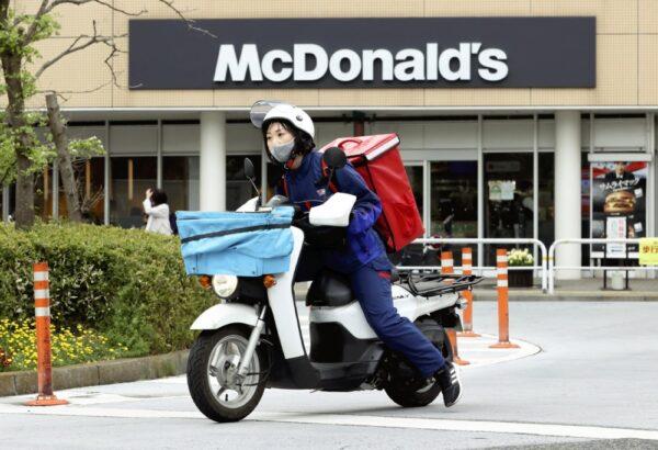 YCのスタッフによるマックデリバリーサービス(東京都品川区で)