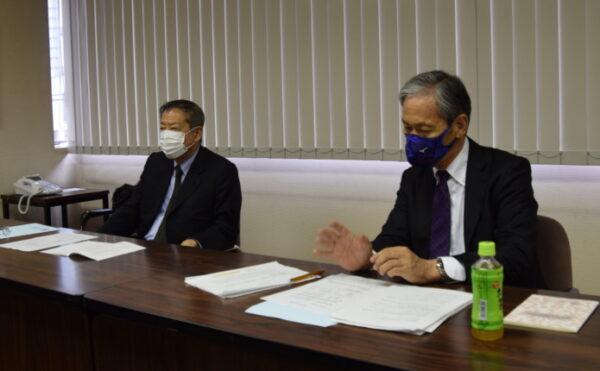 左から相賀昌宏会長と平井茂社長