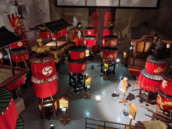 笠鉾会館の展示品/笠鉾と屋台